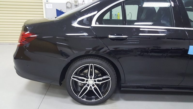 Mercedes E300 CBU full